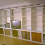 Librería con mueble bajo