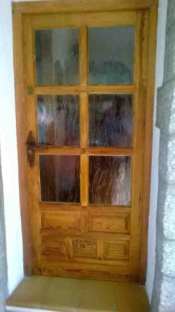 Varios entre madera for Puerta castellana pino